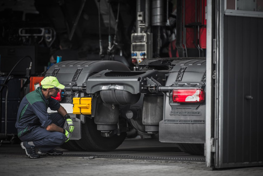 Why Is It Important To Regularly Do An Oil Change For A Semi Truck